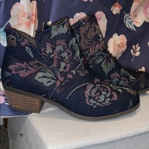 Me Too Floral Ankle Boots